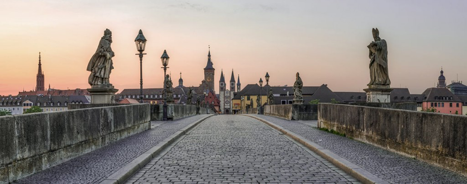 Alte Brücke – The Old Bridge Würzburg (Courtesy: travel.fish)